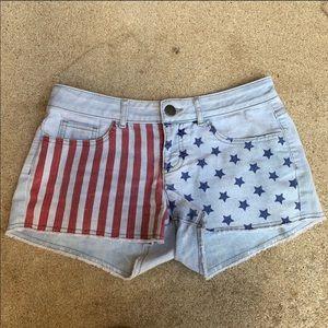 🍍No Boundaries Light Wash patriotic jean shorts 9